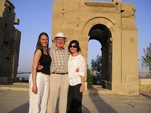 Ed Thompson in Egypt flanked by line producer Cherry Brewer and director Leesa Rumley