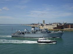 HMS Hurworth enters harbour