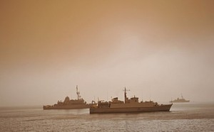 HMS Blyth with USN Avenger Class MCMVs USS Scout and USS Gladiator in sandstorm