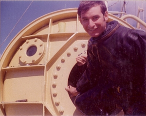 Hoole exiting Datchet's chamber after surface decompression dive on LMCDO course in 1976